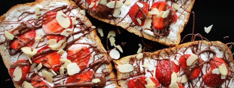 Toast with Honey, Mascarpone, Nutella and Strawberries